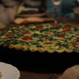 Vegetarische Quiche-Variante: Spinat-Tomaten-Schafskäse