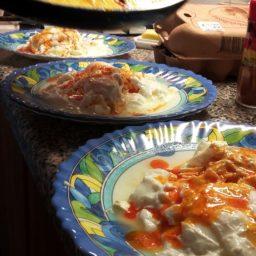 Eier Panagjurischte – Pochierte Eier auf Feta und Joghurt