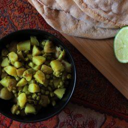 Kartoffelsalat mit Erbsen und persischen Gewürzen