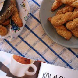 Koulourakia – Griechische Kordelkekse mit Sesam