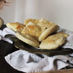 Joujou – Orientalische Minibrote mit Sesam oder: Niedliche Brottäschchen