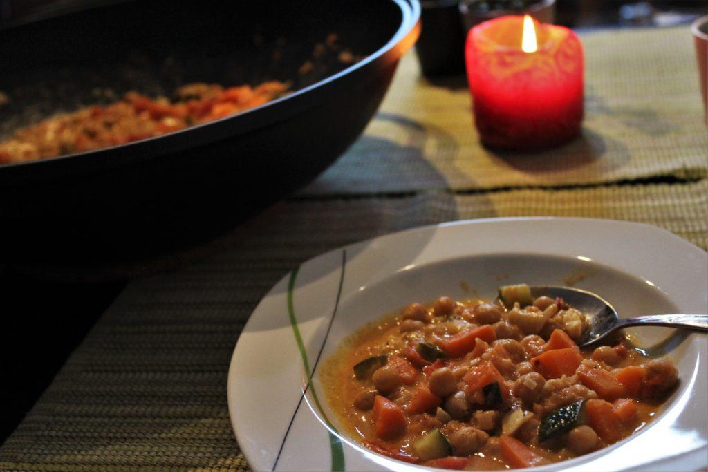 ReiseSpeisen Indisches Curry aus Süßkartoffeln und Kichererbsen