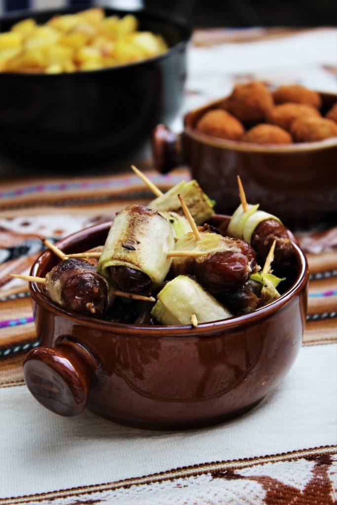 ReiseSpeisen Spanien Tapas gefüllte Datteln mit Ziegenkäse und Walnüssen im Zucchinimantel